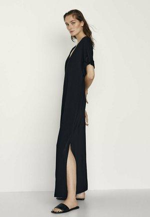 MIT SEITLICHEN SCHLITZEN - Maxi dress - black