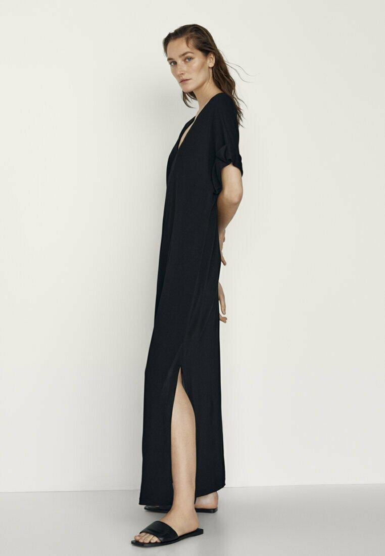 Massimo Dutti - MIT SEITLICHEN SCHLITZEN - Maxi dress - black