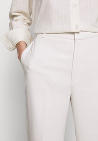 Filippa K - HUTTON TROUSERS - Pantalon classique - ivory - 5
