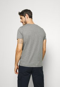 Tommy Hilfiger - GLOBAL STRIPE TEE - T-shirt print - grey