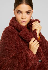 Vero Moda - VMSOPHIA  - Zimní kabát - madder brown - 3