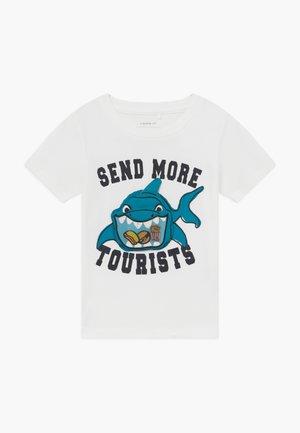 NMMFUNO BOX - Print T-shirt - snow white