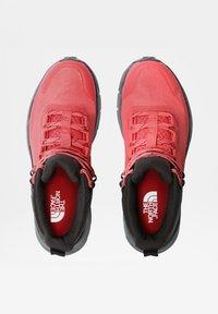 The North Face - W VECTIV EXPLORIS MID FUTURELIGHT - Hiking shoes - fiesta red/tnf black - 4
