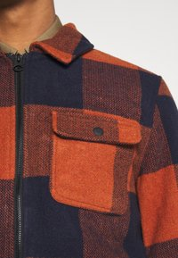 Only & Sons - ONSROSS NEW CHECK JACKET - Light jacket - bombay brown - 5