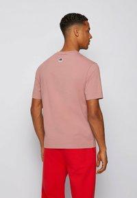BOSS - Print T-shirt - light pink - 2