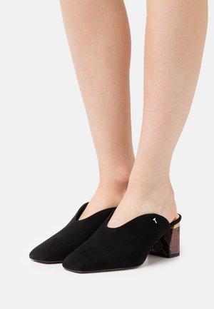 KAMIYS - Slip-ins med klack - black