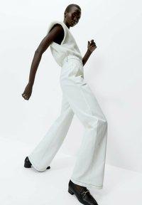 Uterqüe - Flared Jeans - white - 4