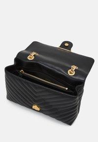 Pinko - LOVE CLASSIC CHEVRONNE - Handbag - black - 3