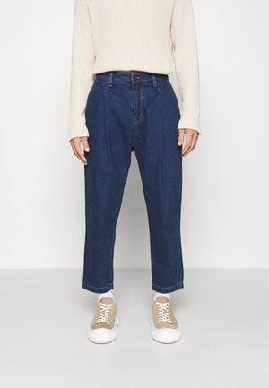 VELVET PLEATED - Jeans relaxed fit - blue