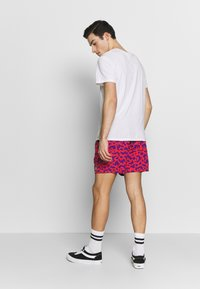 Obey Clothing - EASY RELAXED FUZZ SHORT - Kraťasy - red multi - 2