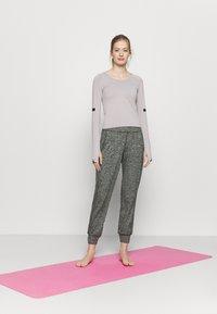 Sweaty Betty - GARY YOGA TROUSERS - Pantalones deportivos - black - 1