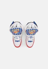 Ewing - 33 HI USA 4TH OF JULY - Baskets montantes - white/blue/gold - 3