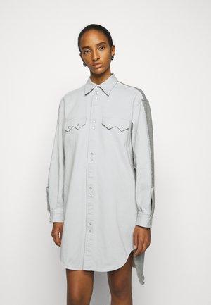 Denimové šaty - light grey