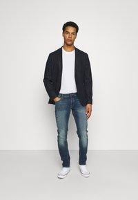 Jack & Jones - JJIGLENN JJORIGINAL  - Slim fit jeans - blue denim - 1