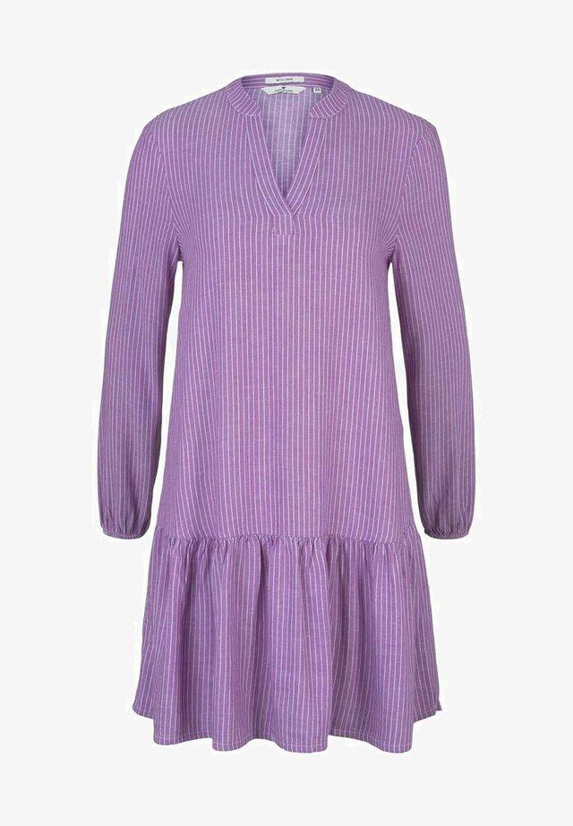 Korte jurk - lilac offwhite vertical stripe