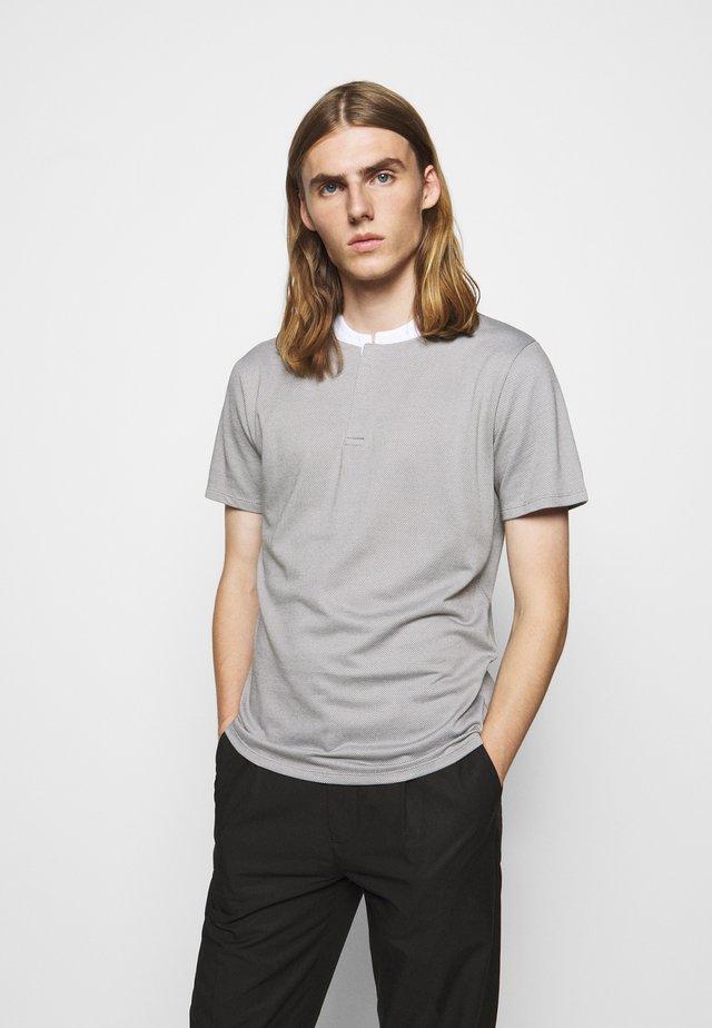 LOUIS - T-shirt imprimé - grau