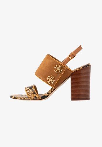 KIRA  - High heeled sandals - dark tiramisu/gold crest/warm roccia