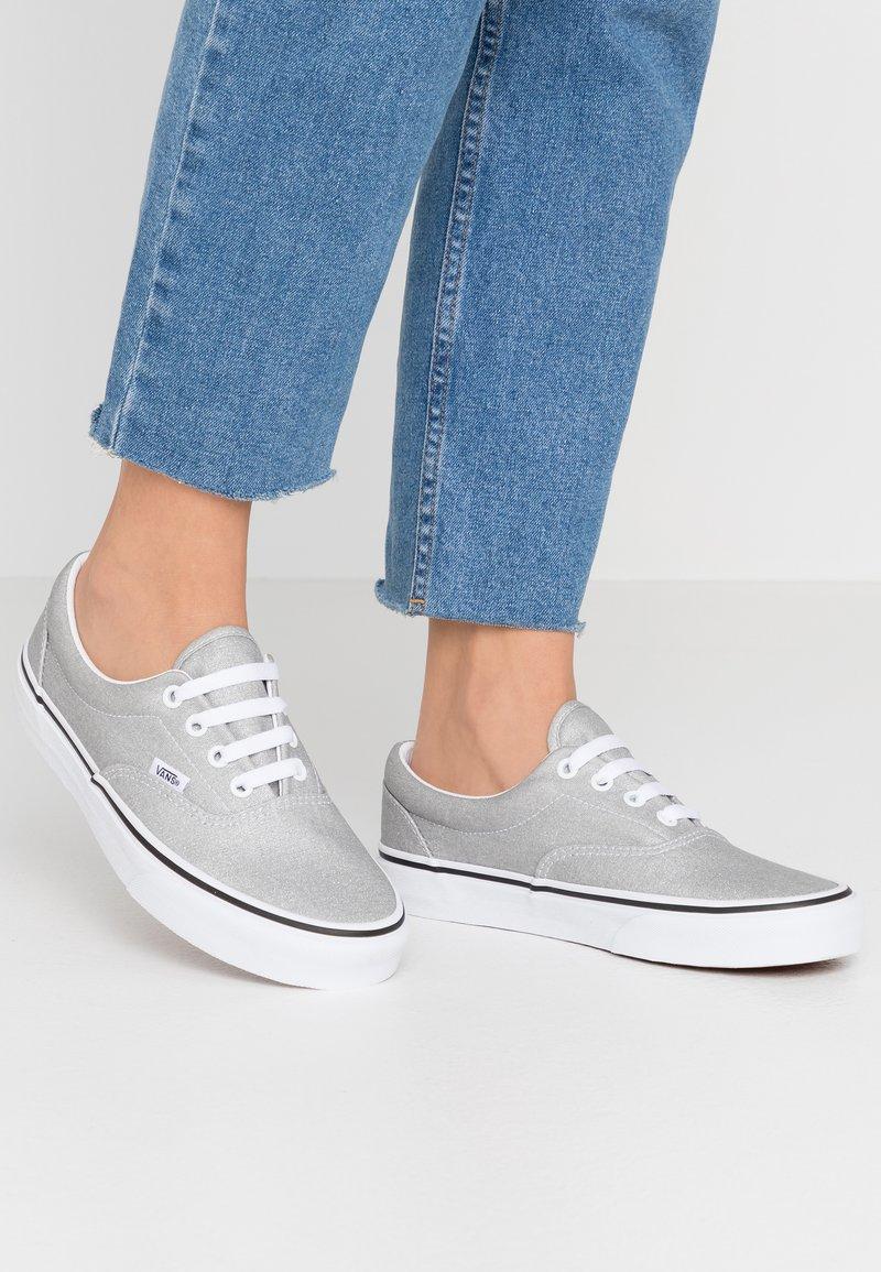 Vans - ERA - Sneakersy niskie - silver/true white