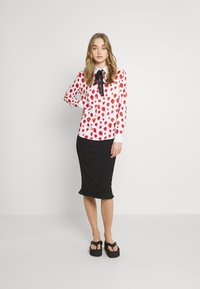 Sister Jane - STRAWBERRY COURT BOW SHIRT - Button-down blouse - red - 1