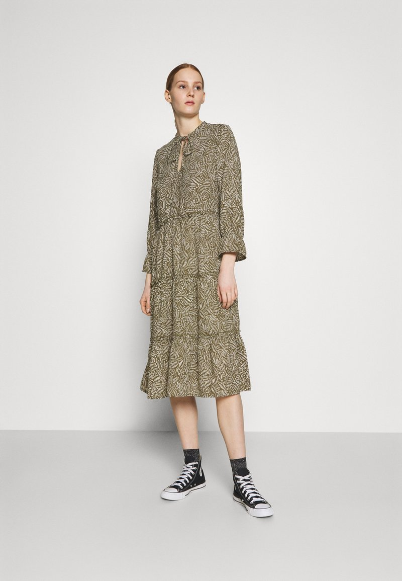 Vero Moda - VMFELICITY 7/8 CALF DRESS  - Vestido informal - ivy green/felicity