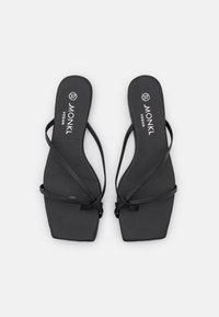 Monki - T-bar sandals - black dark - 5
