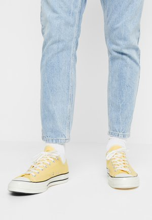 CHUCK TAYLOR ALL STAR 70 OX - Baskets basses - butter yellow/fresh yellow