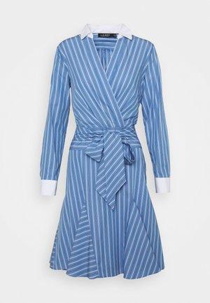 POPLIN-DRESS - Vapaa-ajan mekko - cabana blue/white