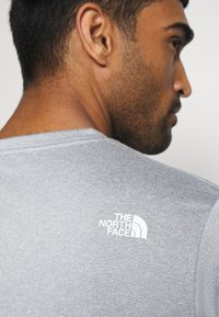 The North Face - MENS REAXION EASY TEE - Triko s potiskem - mid grey heathr - 7