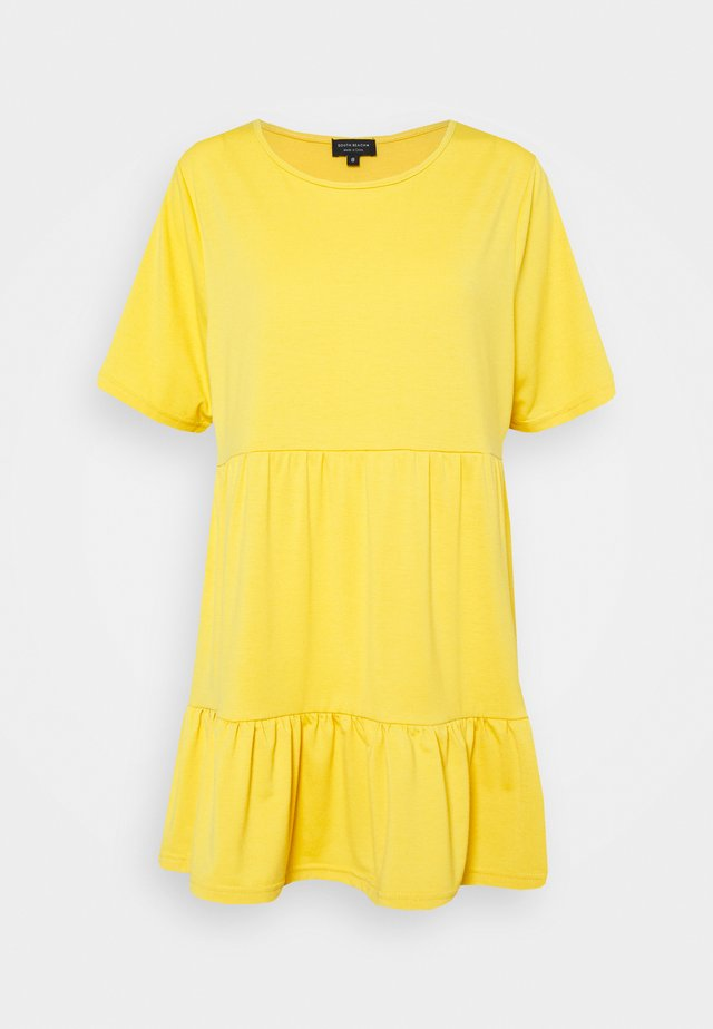 SUSTAINABLE TEIRED TSHIRT DRESS - Robe en jersey - mustard