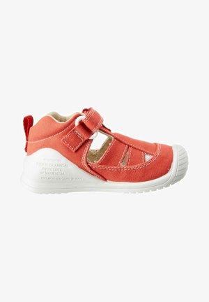 Sandalias de senderismo - rojo