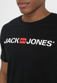 Jack & Jones - JJECORP LOGO CREW NECK  - T-shirt med print - black - 4