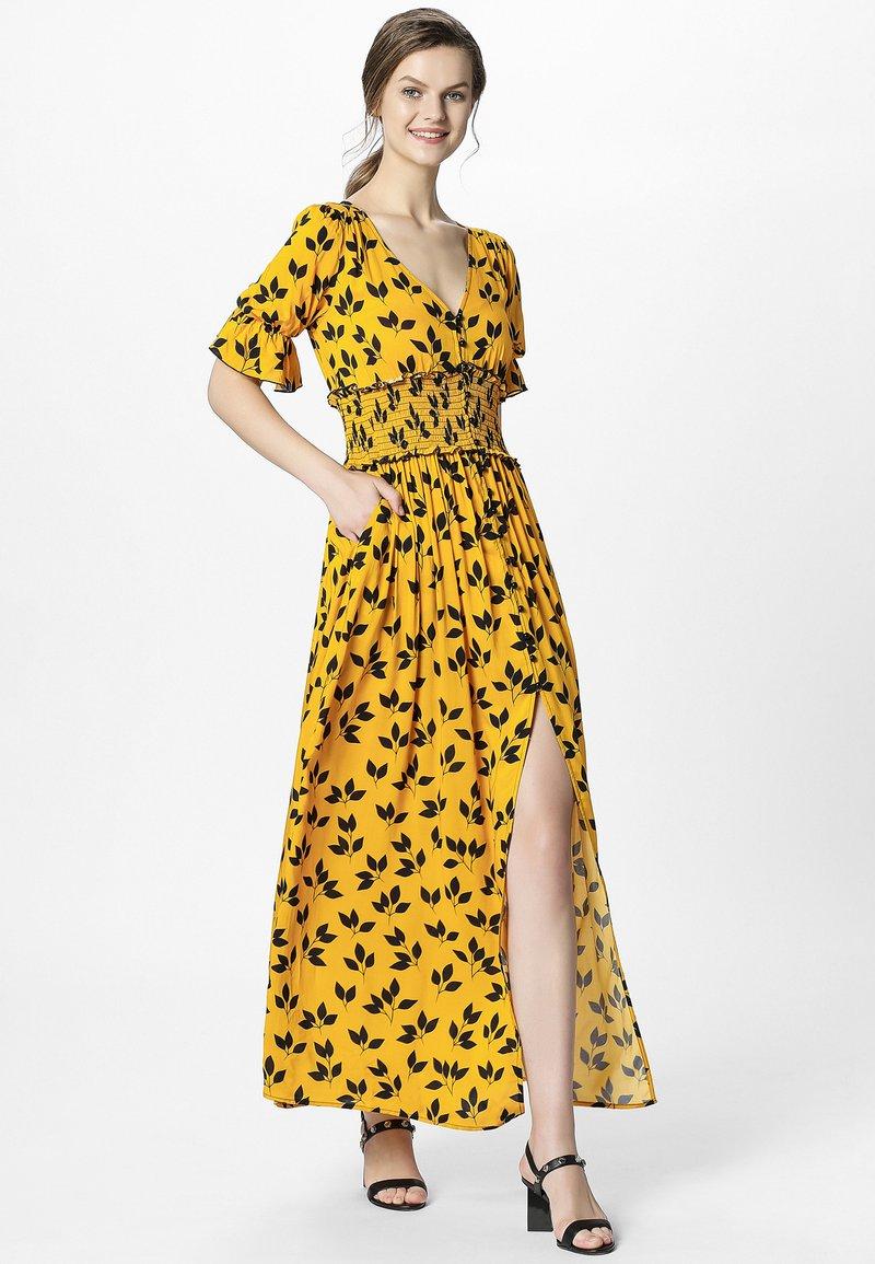 Apart - PRINTED DRESS - Robe longue - yellow/black