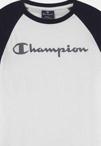 Champion - AMERICAN CLASSICS CREWNECK UNISEX - Triko spotiskem - white - 2