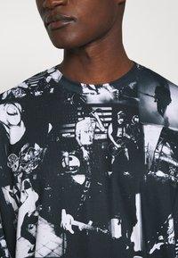 Jaded London - INVERTED PUNK ROCK COLLAGE TEE - Long sleeved top - black - 4