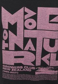 Icebreaker - TECH LITE LOW CREWE GROWERS CLUB - T-shirt con stampa - black - 5