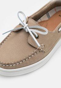 Barbour - MIRANDA - Boat shoes - stone - 6