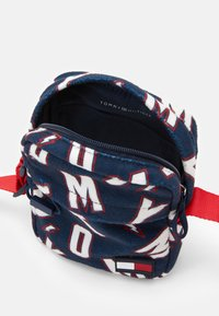 Tommy Hilfiger - KIDS CORE REPORTER - Across body bag - blue