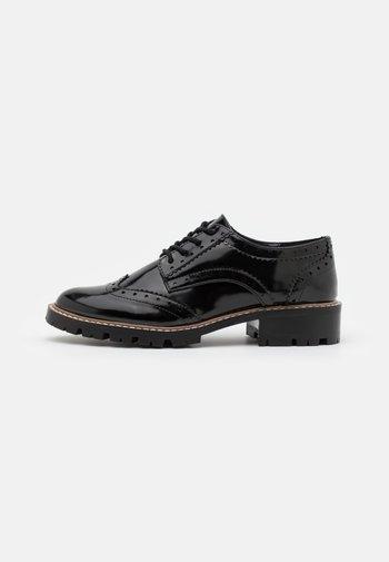 LEAR BROGUE LOAFER - Šněrovací boty - black