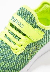 Kappa - GIZEH - Sportovní boty - lime/blue - 2