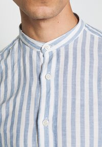 Springfield - MAO STRIPE - Shirt - medium blue - 5