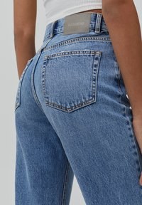 PULL&BEAR - MOM - Jeansy Relaxed Fit - light blue - 5