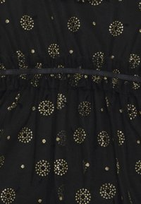 Cotton On - ALICE MCCALL LONG SLEEVE DRESS - Koktejlové šaty/ šaty na párty - black - 2