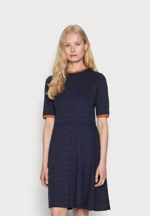 STRIPE RIB - Pletené šaty - navy