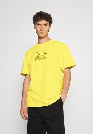 SIGNATURE TEE UNISEX  - Print T-shirt - yellow