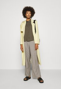 comma - KURZARM - Button-down blouse - khaki - 1