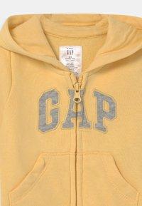 GAP - LOGO UNISEX - Jumpsuit - havana yellow - 2