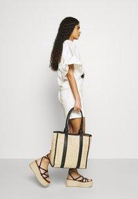 Selected Femme - SLFKENNA SKIRT - Mini skirt - white denim - 3