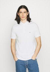 Calvin Klein - LIQUID TOUCH SLIM FIT - Polotričko - bright white - 0