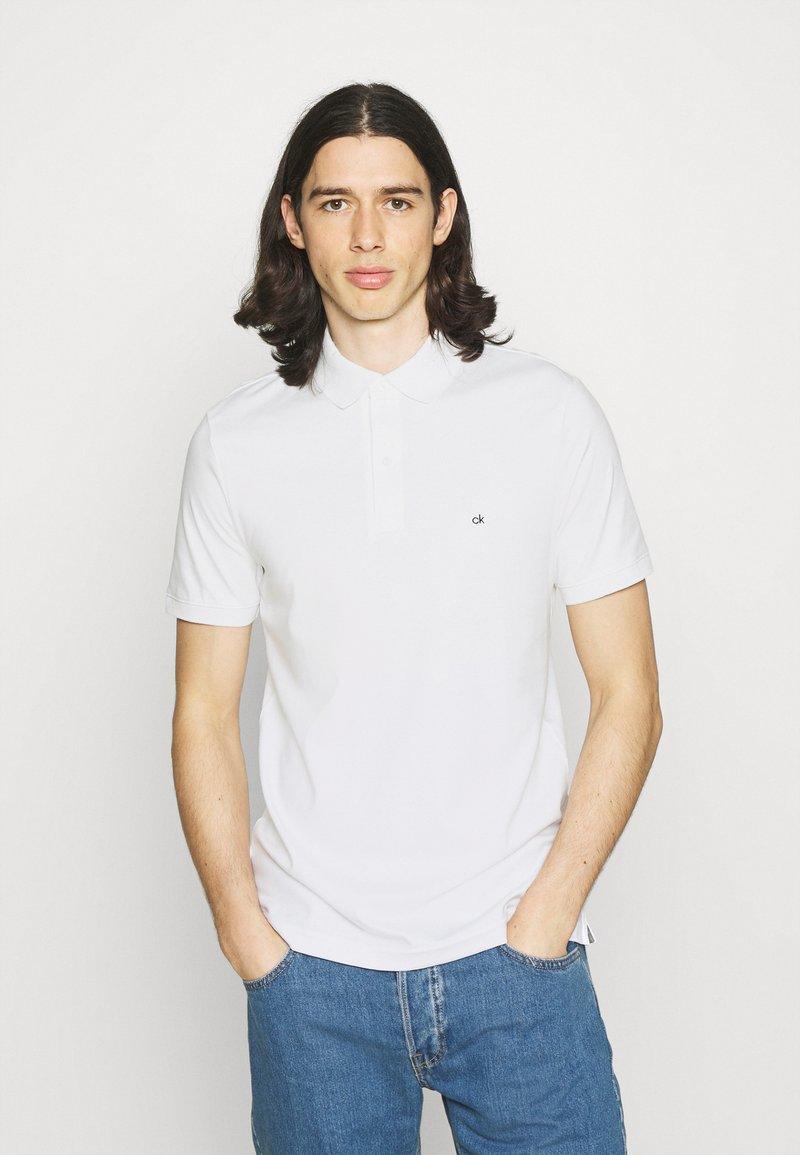 Calvin Klein - LIQUID TOUCH SLIM FIT - Polotričko - bright white
