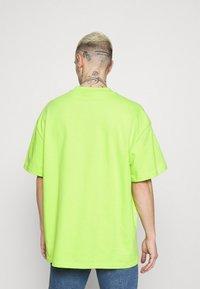 Weekday - GREAT - Camiseta básica - green bright - 2